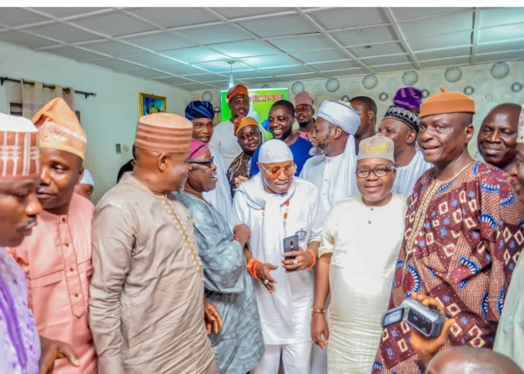 Iwoland APC chieftains, Religious Leaders, Solidarize with Oluwo, Caution Chiefs, Make Peace